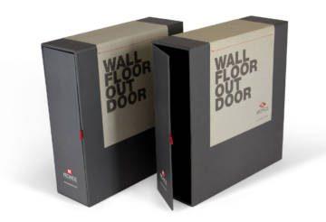 Box porta-dépliant con cucitura filo singer rossa