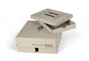 Box con punti metallici