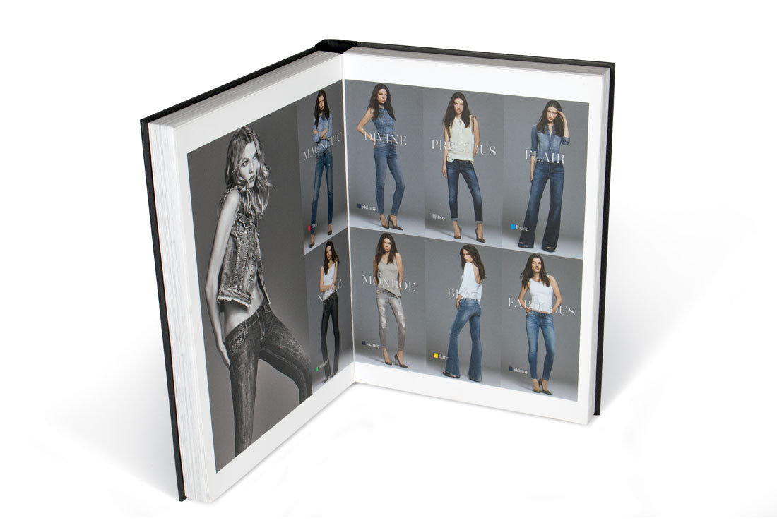 Cartello vetrina a forma di libro